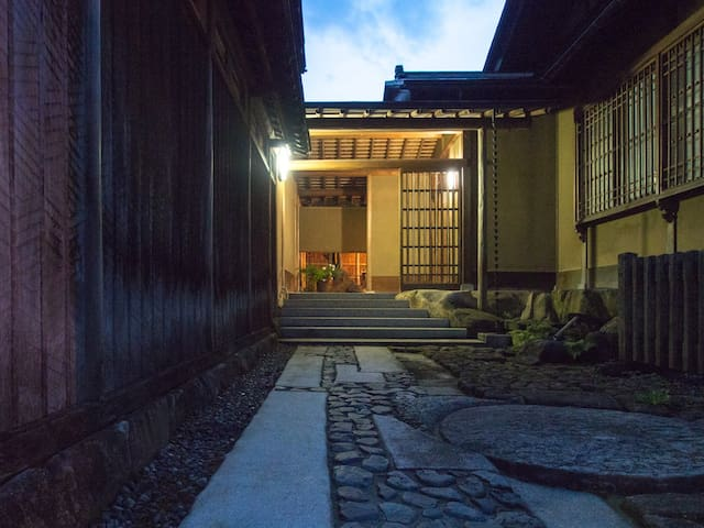 SUKIYA-Zukuri Suehiro【Authentic  house/Old town】