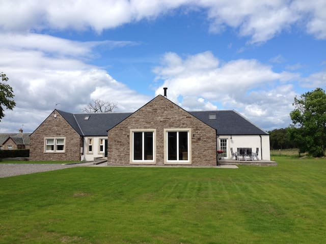 Large country house, sleeping 8, near Stirling - Stirling - Haus