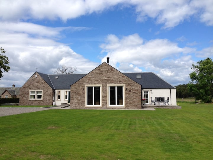 Large country house, sleeping 8, near Stirling