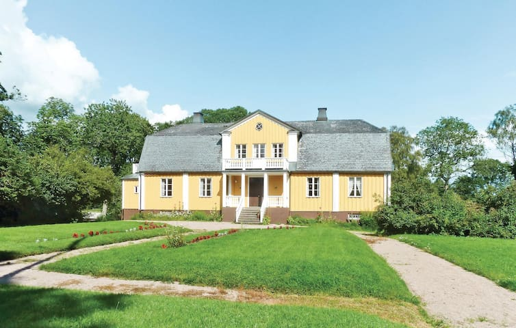 Holiday cottage with 8 bedrooms on 400m² in Älmhult