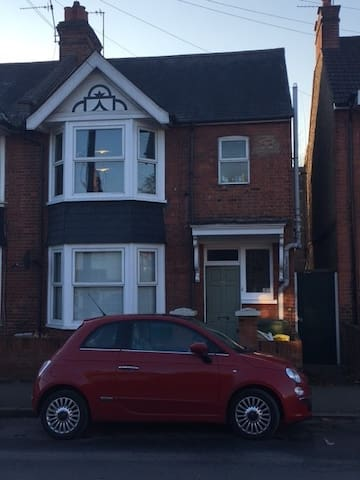 2 double bedrooms next to Harry Potters - Watford - Dom