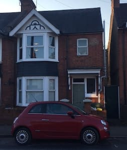2 double bedrooms next to Harry Potters - Watford - Hus