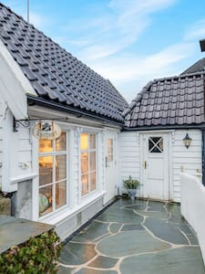 Lysthuset den lille villa - authentic wodden house