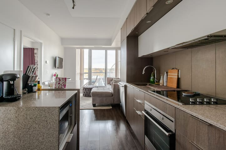 Stylish+Cozy Condo by Yonge/Dundas & Distillery