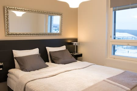 *Enjoy Great Views of the City in Deluxe 1BD Room*