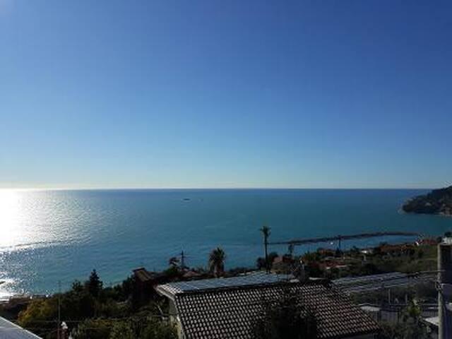 Vista mare dalla casa