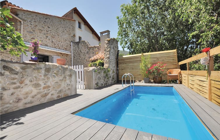 Terraced house with 2 bedrooms on 110m² in Laroque des Alberes