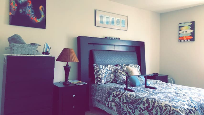 MasterBedroom in the heart of Dtown by Conv Center
