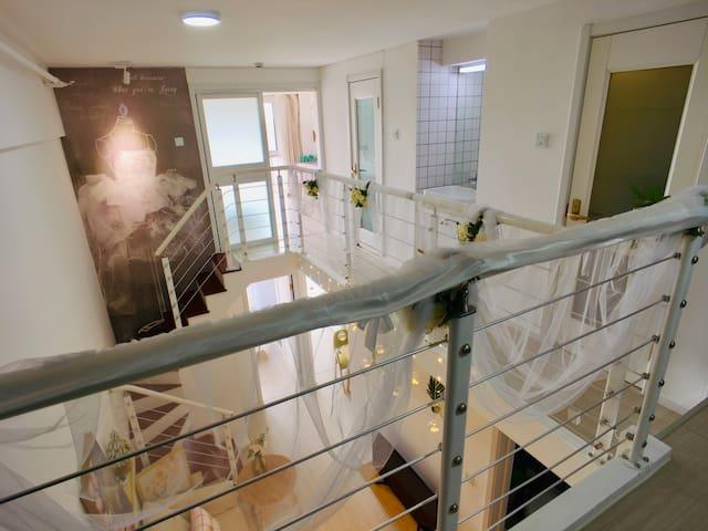 位于青岛市的LOFT复式公寓