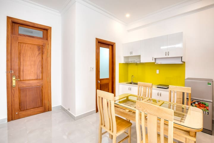 Private studio with dining area, private kitchen, strong wifi, natural light, everything you need during your stay