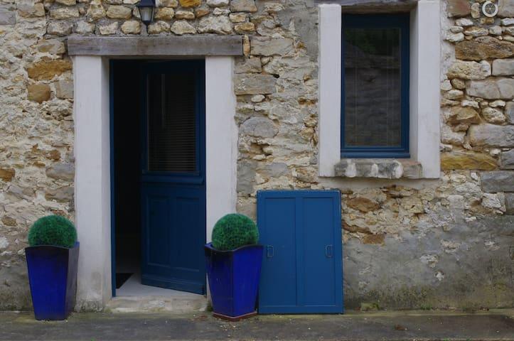 2 pieces dans une maison en pierres - SOISY SUR ECOLE - Wohnung