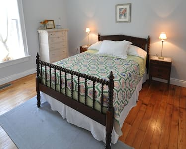 Victorian Suite - Century House 1879  B & B