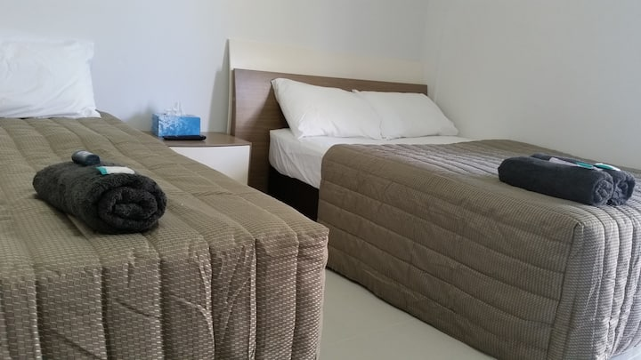 Standard Twin room with En-suite & basic amenities