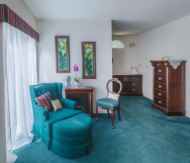 plenty of storage space with walk in closet.  Electric fireplace for a romantic atmosphere.