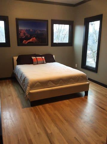Extraordinary modern room 421 - アシュビル - 一軒家