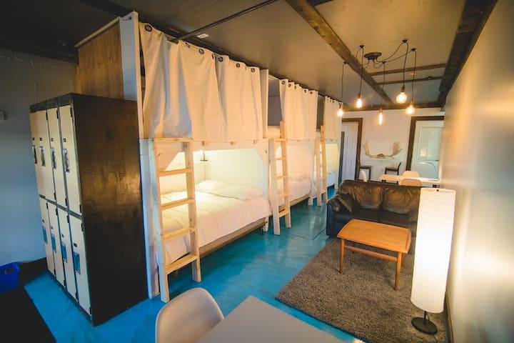 1 lit double en dortoir (jusqu'à 2 personnes)