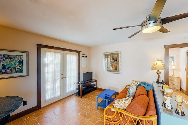 Ground Floor, Snowbird-Friendly Cottage with High-Speed WiFi!