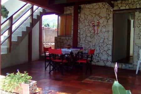 Cabaña cómoda a la orilla del mar - Juan de Acosta