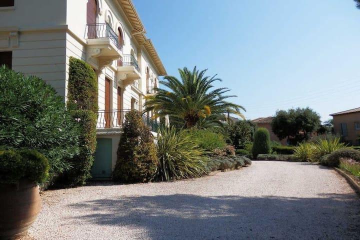 Grand F2 de 58m² dans demeure bourgeoise 250LA - Saint-Raphaël - Casa