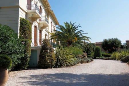 Grand F2 de 58m² dans demeure bourgeoise 250LA - Saint-Raphaël - Rumah