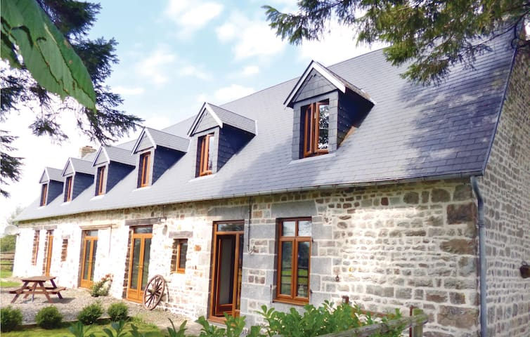 Holiday cottage with 3 bedrooms on 144 m² in St. Clement