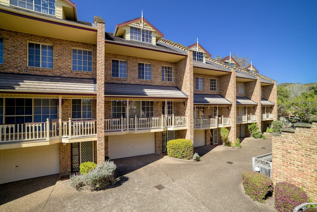 Three bedroom townhouse terrigal townhouses for rent in for 3 bedroom townhouse