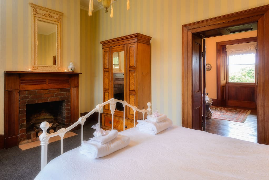 HERITAGE DOUBLE ADJOINS MASTER KING MAKING AN IDEAL SUITE