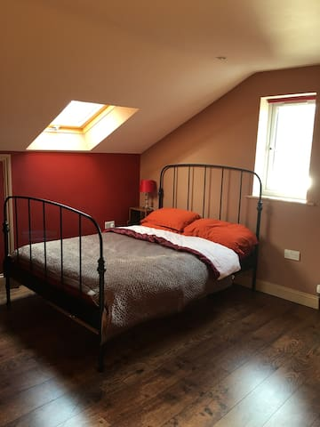 Spacious double ensuite room close to Oxford City. - Kennington