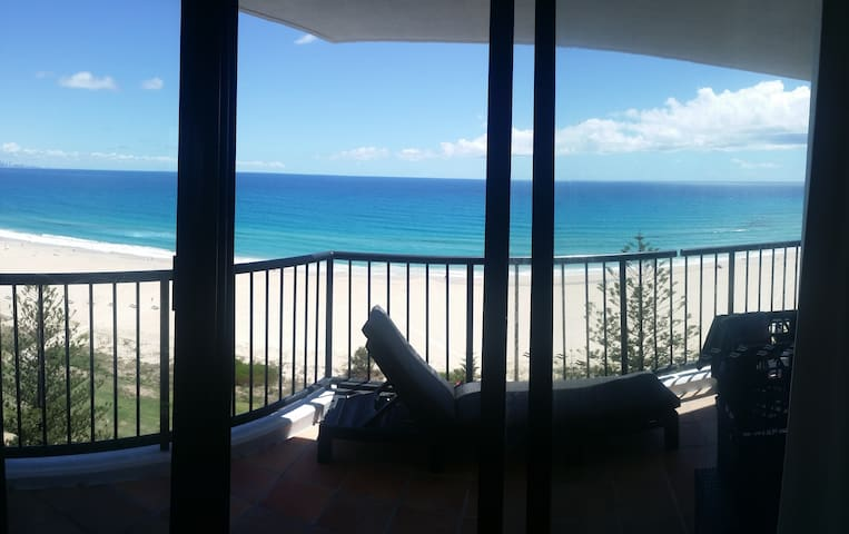 UNINTERRUPTED 180' OCEAN VIEWS ABSOLUTE BEACHFRONT - Coolangatta