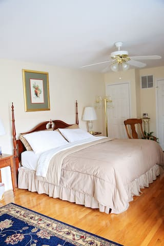 Angela Suite - The Bennett House Bed & Breakfast