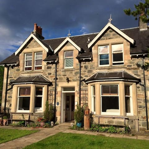 Airlie House Self Catering, Strathyre, Callander