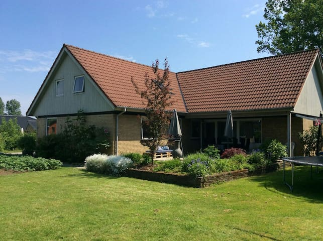 Large familyhouse near Odense city - Odense - House