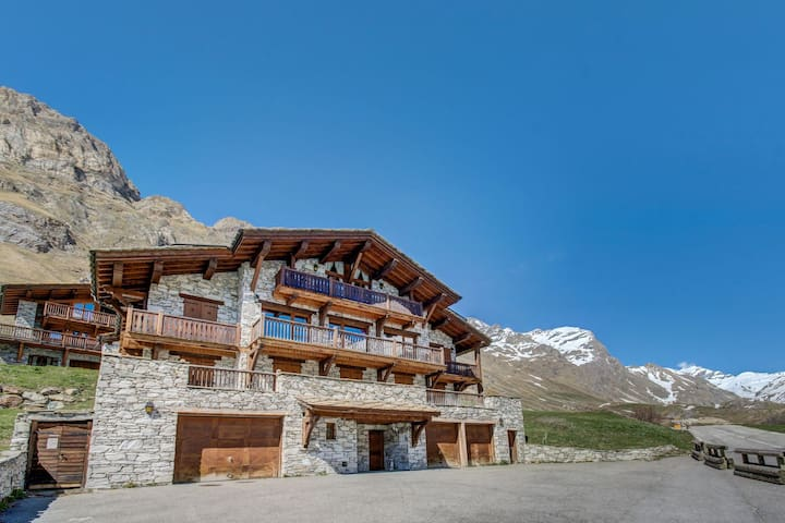 GRANDFORNET - Traditionnal and roomy chalet located in the famous fornet Area