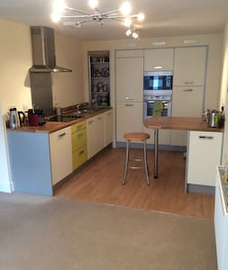Well appointed modern apartment - Maidenhead - Apartment