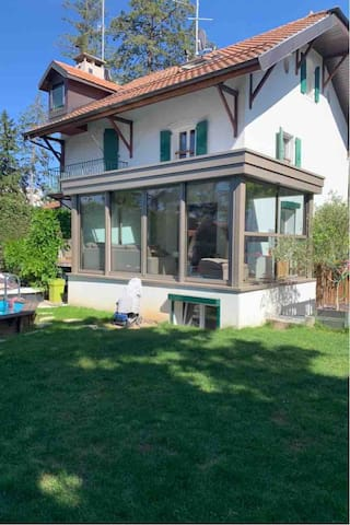 Lovely luxury house in Geneva with private pool