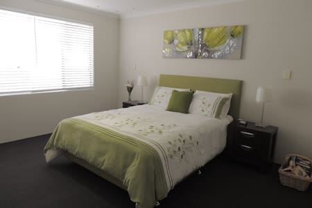 Serenity on Murray Waters Canal - South Yunderup - Bed & Breakfast