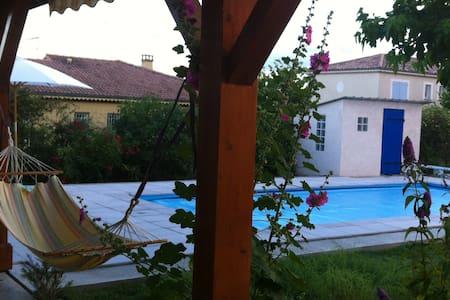 Belle villa avec piscine dans quartier calme - Mercurol - Rumah