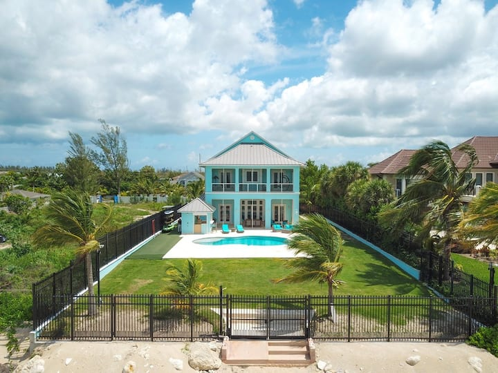 Blue Birds beach front home with private pool