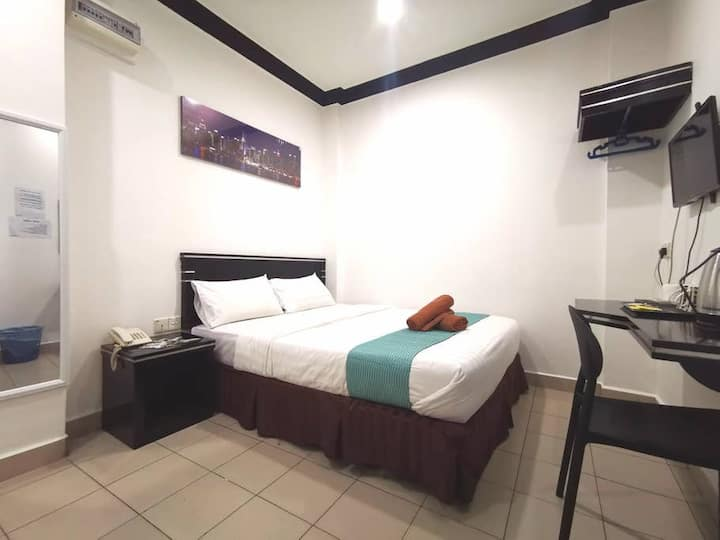 Essential Double Room with No Window @ Gaya Street