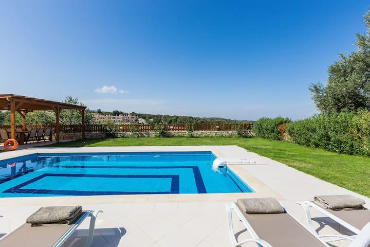 GreenLand Villa, a  hidden gem under Cretan sun!