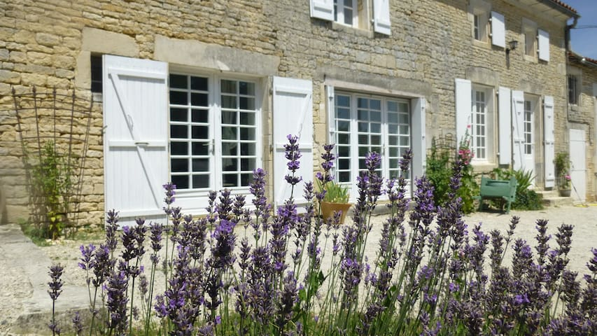 Maison Muguet holiday home near Cognac in France - Villiers-Couture - Hus