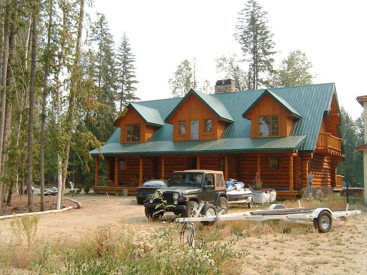 Luxurious 7 Bedroom Log Home With Hot Tub