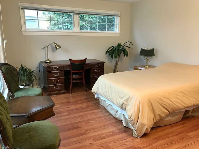 Bright Private Room near GMU