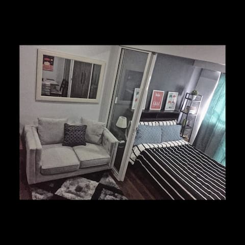 1BR Cozy unit in Acqua Livingstone, Near Makati