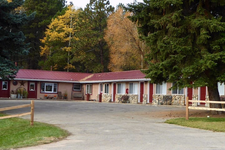 """Story Pines Inn - """"Walk in the Woods"""" Guest Room"""