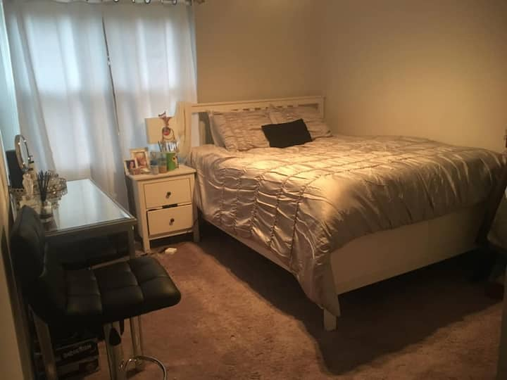 Bedroom/private full bath,  w/large tv & internet