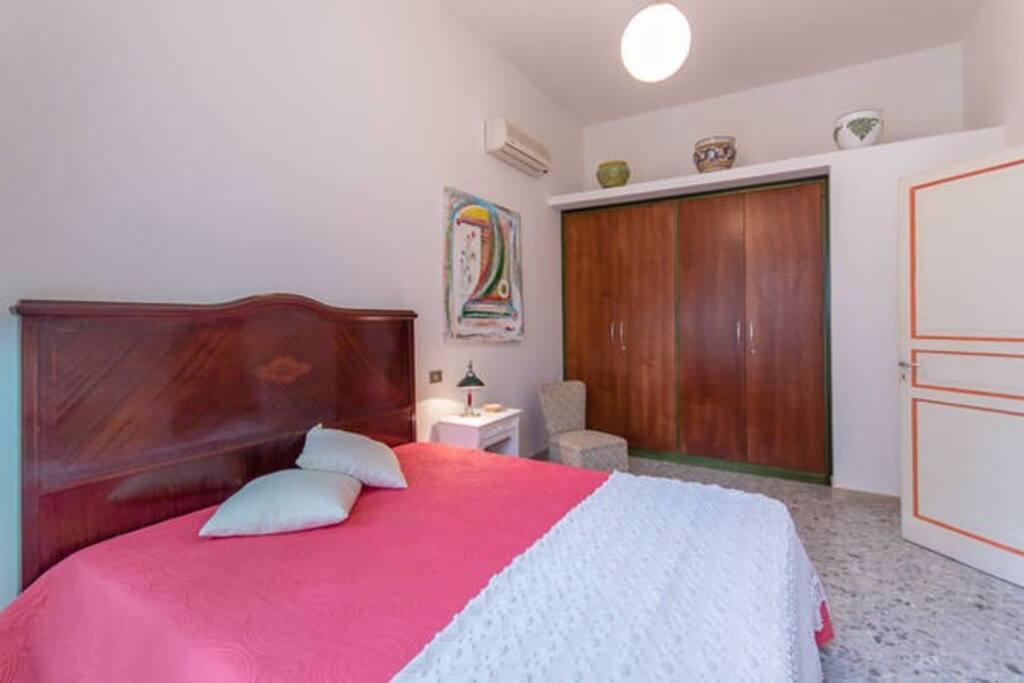 Main Bedroom/ Stanza da letto