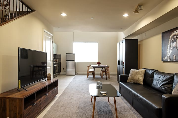 ELEGANT 1 BEDROOM BY SANTA MONICA BLVD IN WEST LA