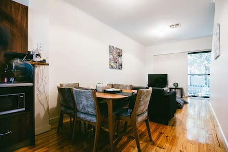 Spacious room in the heart of city - Adelaide - Leilighet