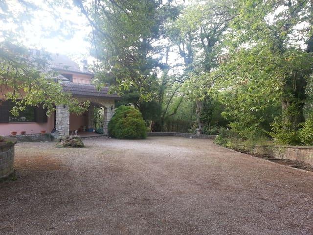 Relax sui Monti Cimini Villa Lante - Strada Romana - Huis